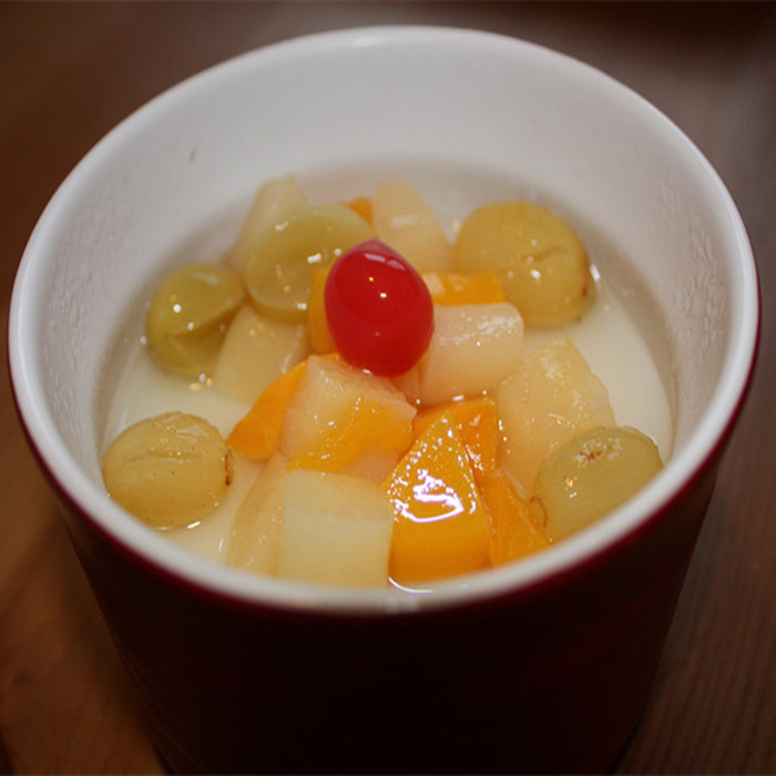 4oz fruit jelly in cup in light syrup