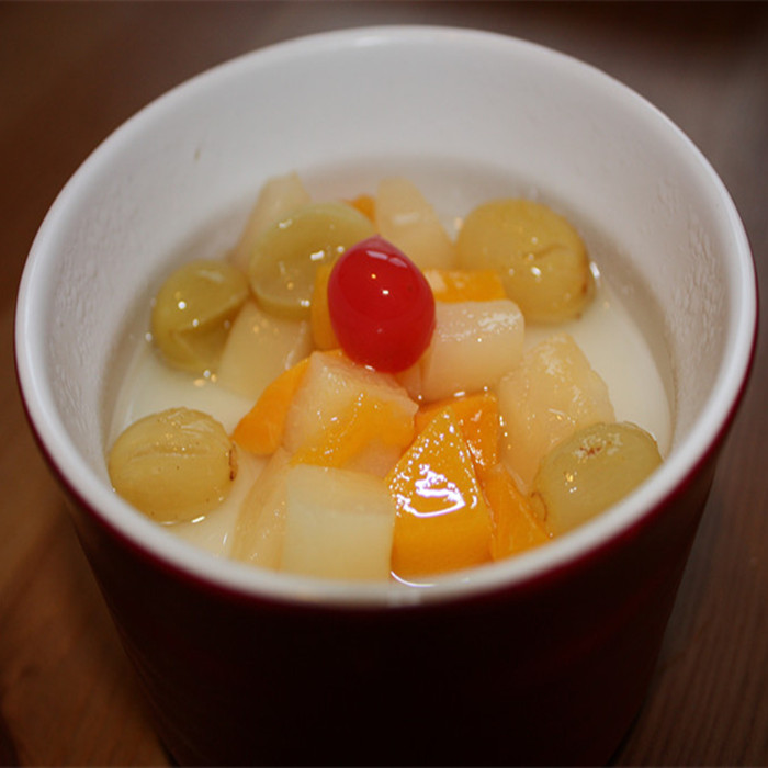 canned plastic fruit cup